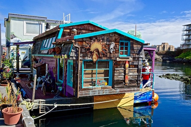 houseboat decor